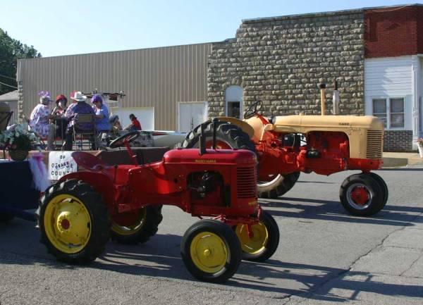 kbobblog_140816-9964_old-overbrook-ks-tractors