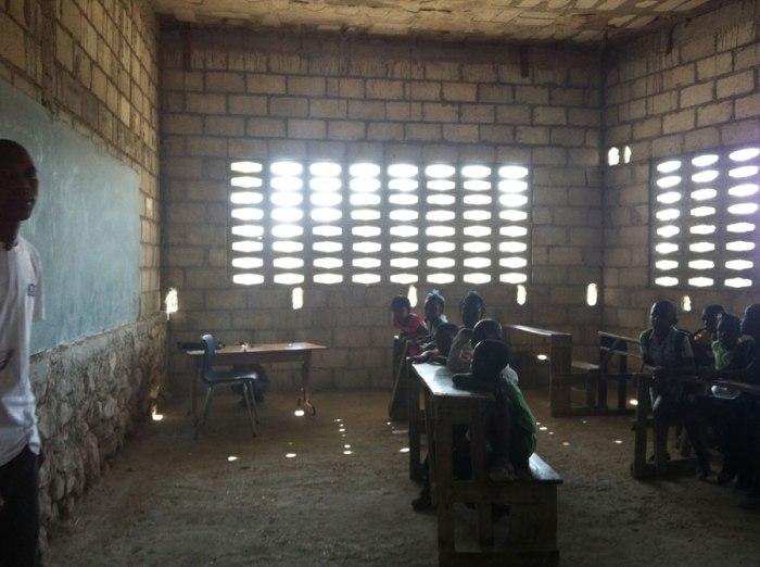 SR-Haiti_2013-05-06_Montrouis-1906-old-bldg_Fleur-Messer_900